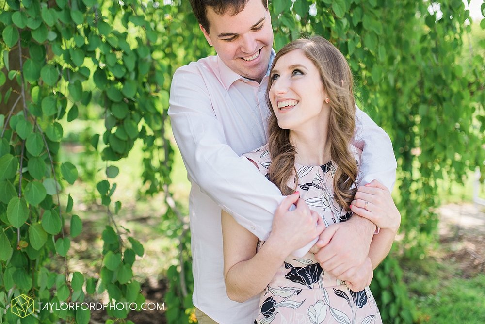 toledo-ohio-engagement-wedding-photographer-taylor-ford-photography-oaks-opening-metro-park-botanical-gardens7.jpg
