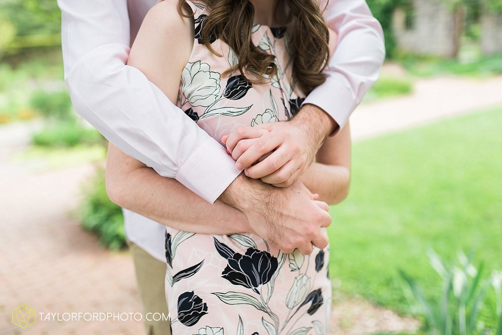 toledo-ohio-engagement-wedding-photographer-taylor-ford-photography-oaks-opening-metro-park-botanical-gardens15.jpg