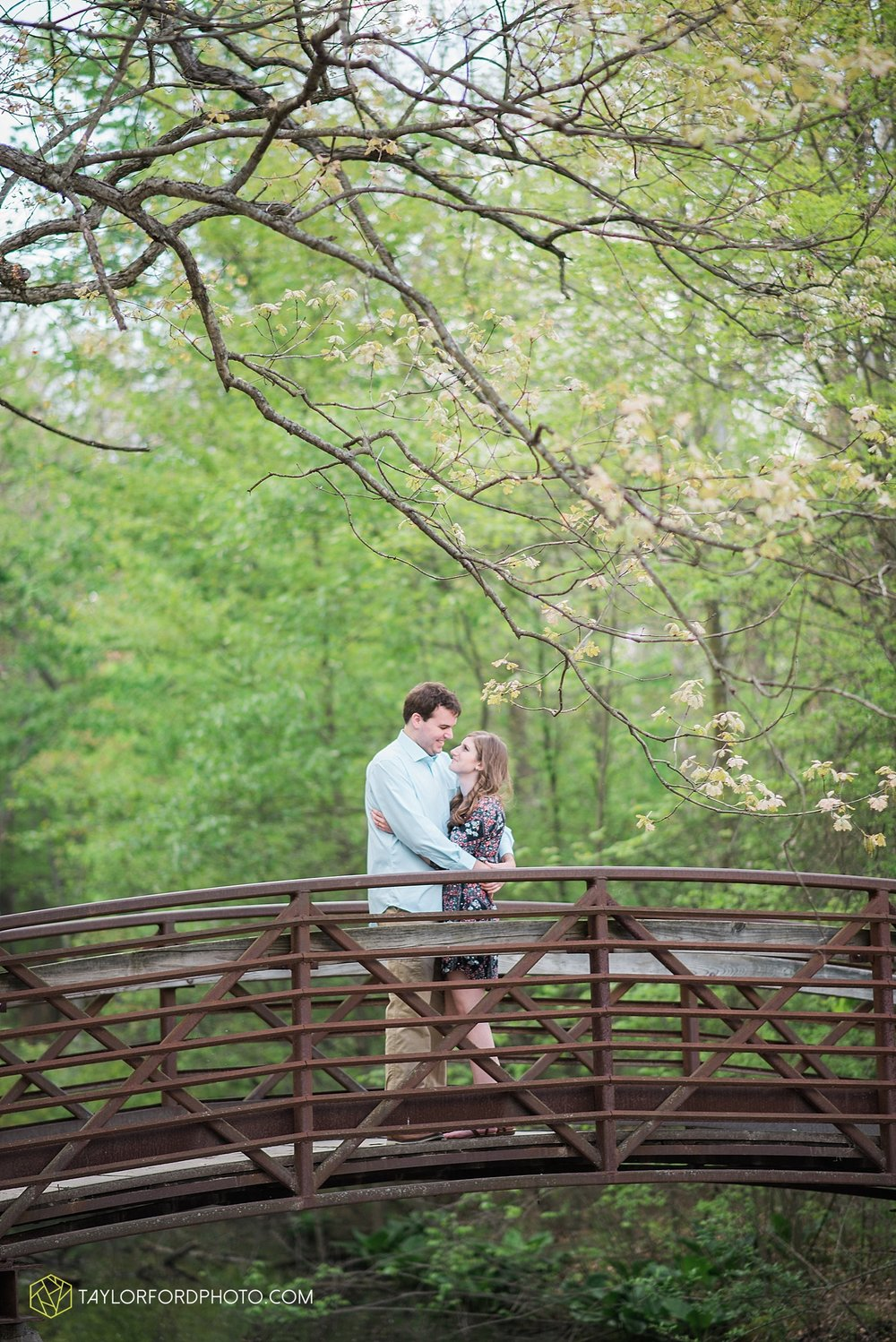 toledo-ohio-engagement-wedding-photographer-taylor-ford-photography-oaks-opening-metro-park-botanical-gardens17.jpg