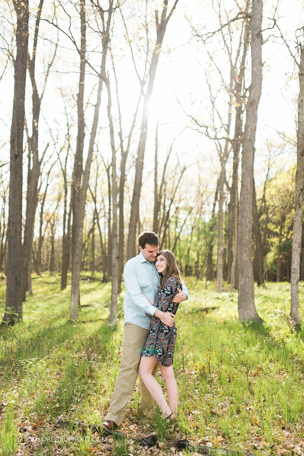 toledo-ohio-engagement-wedding-photographer-taylor-ford-photography-oaks-opening-metro-park-botanical-gardens24.jpg