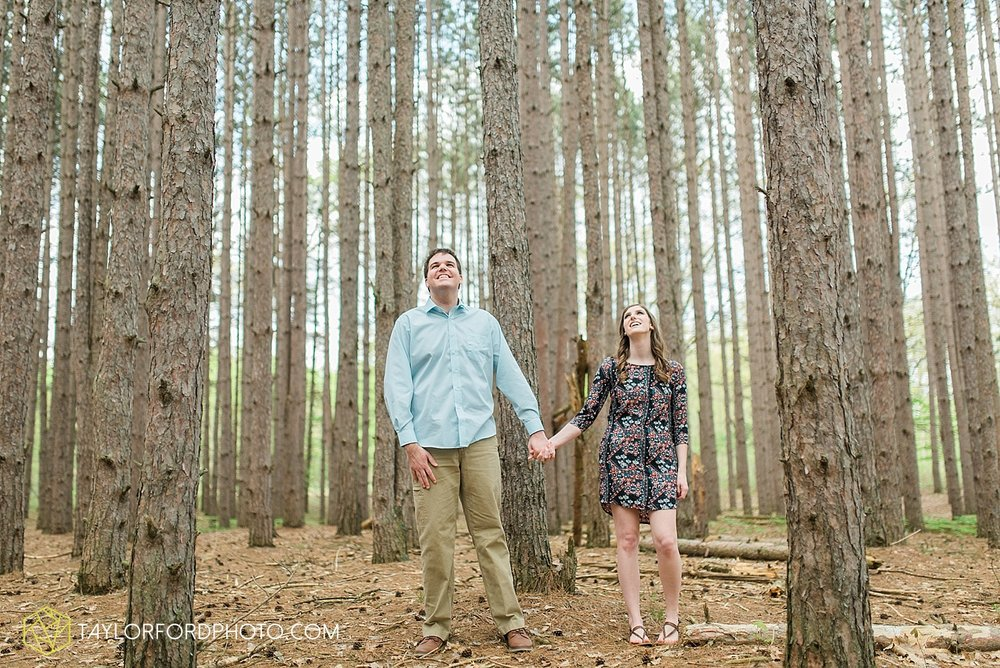 toledo-ohio-engagement-wedding-photographer-taylor-ford-photography-oaks-opening-metro-park-botanical-gardens28.jpg