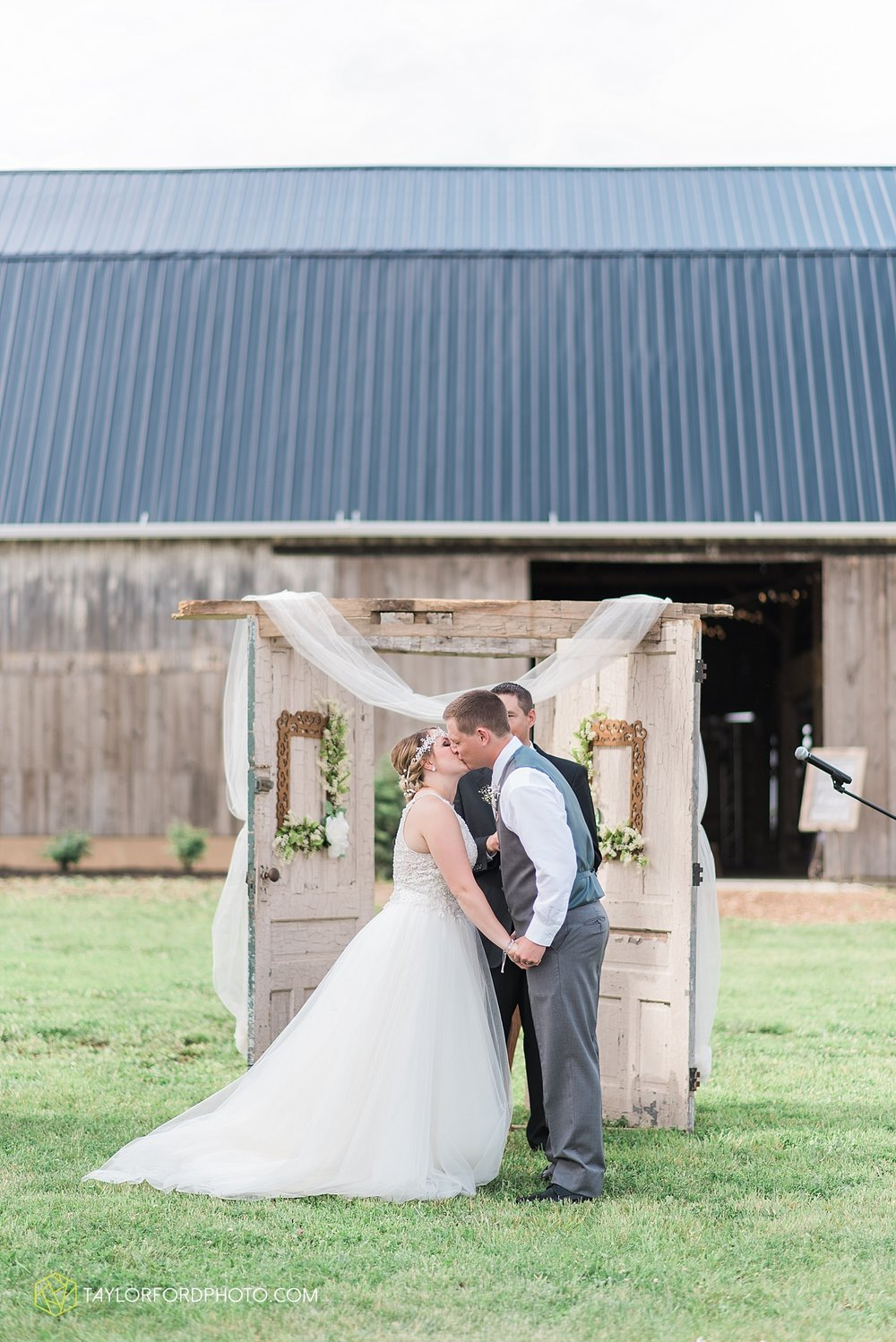 columbus-grove-black-bird-farm-wedding-photographer-taylor-ford-photography_2145.jpg