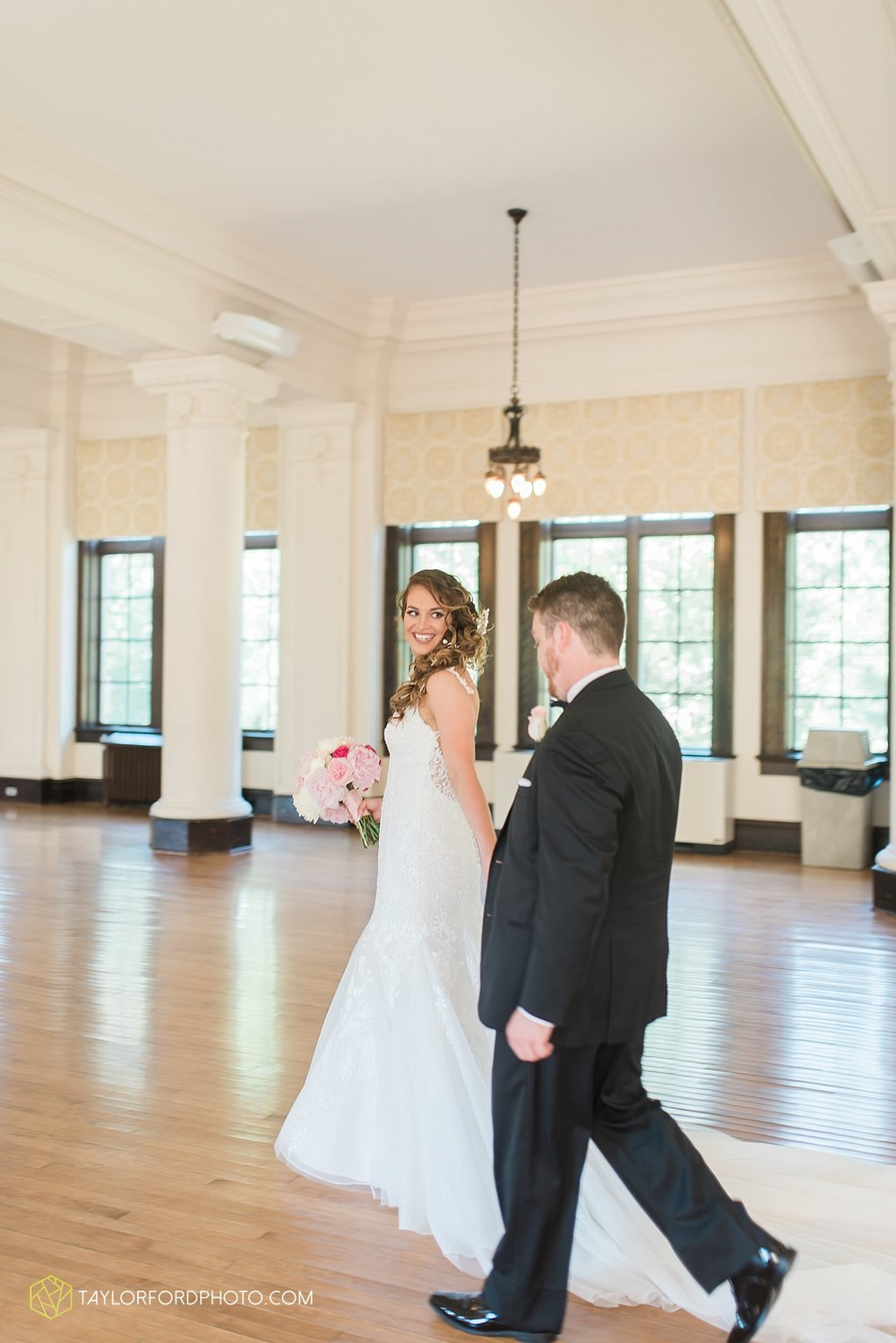 terre-haute-indiana-wedding-photographer-taylor-ford-photography-saint-marys-of-the-woods-college-weddings_2895.jpg