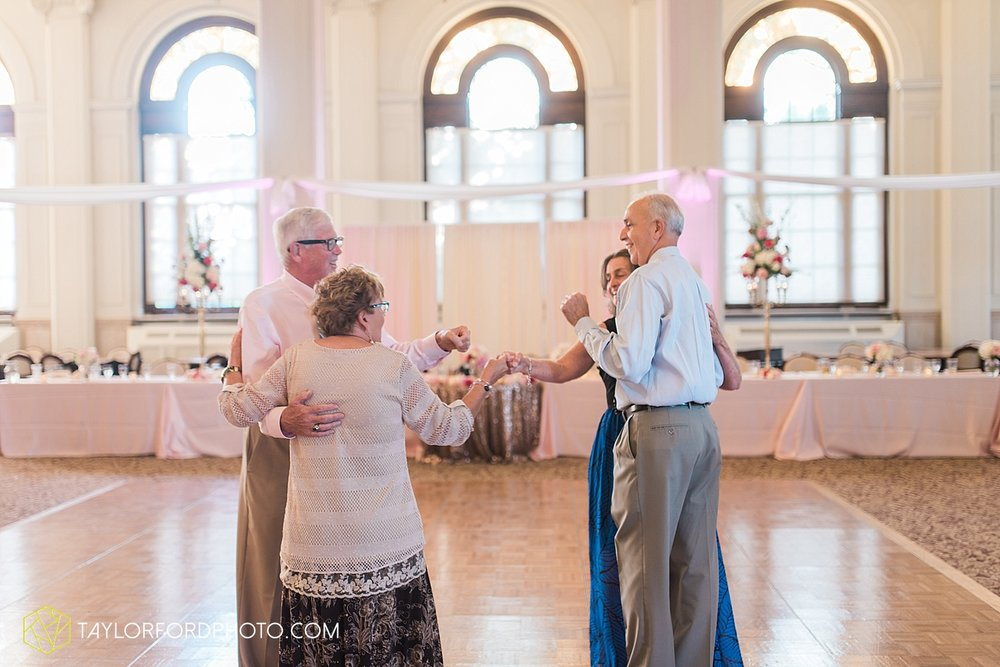 terre-haute-indiana-wedding-photographer-taylor-ford-photography-saint-marys-of-the-woods-college-weddings_2956.jpg