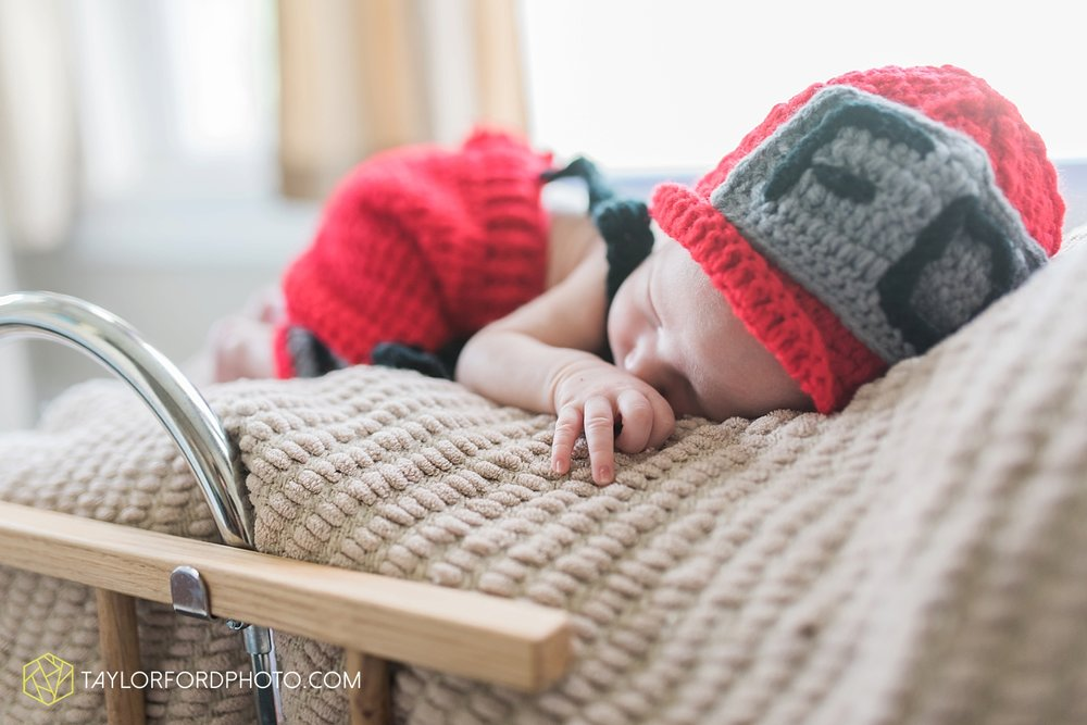 auburn-fort-wayne-indiana-newborn-family-taylor-ford-photography-lifestyle-photographer_4974.jpg