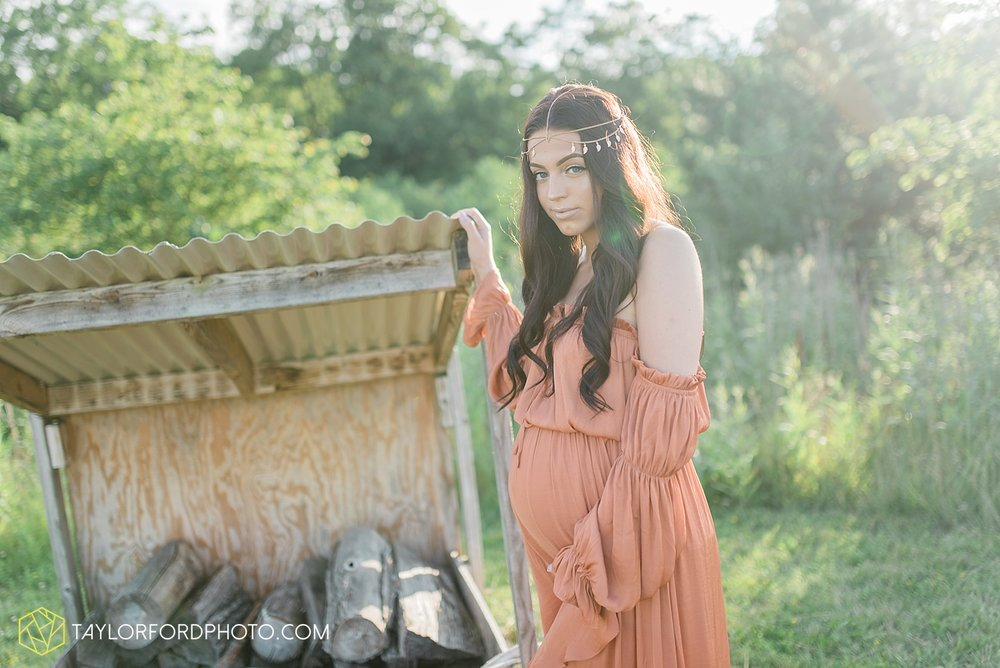 fort-wayne-indiana-maternity-family-taylor-ford-photography-lifestyle-photographer-goddess-sunset_5031.jpg