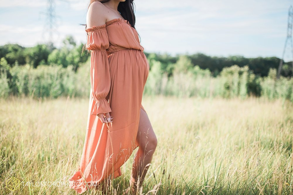 fort-wayne-indiana-maternity-family-taylor-ford-photography-lifestyle-photographer-goddess-sunset_5039.jpg