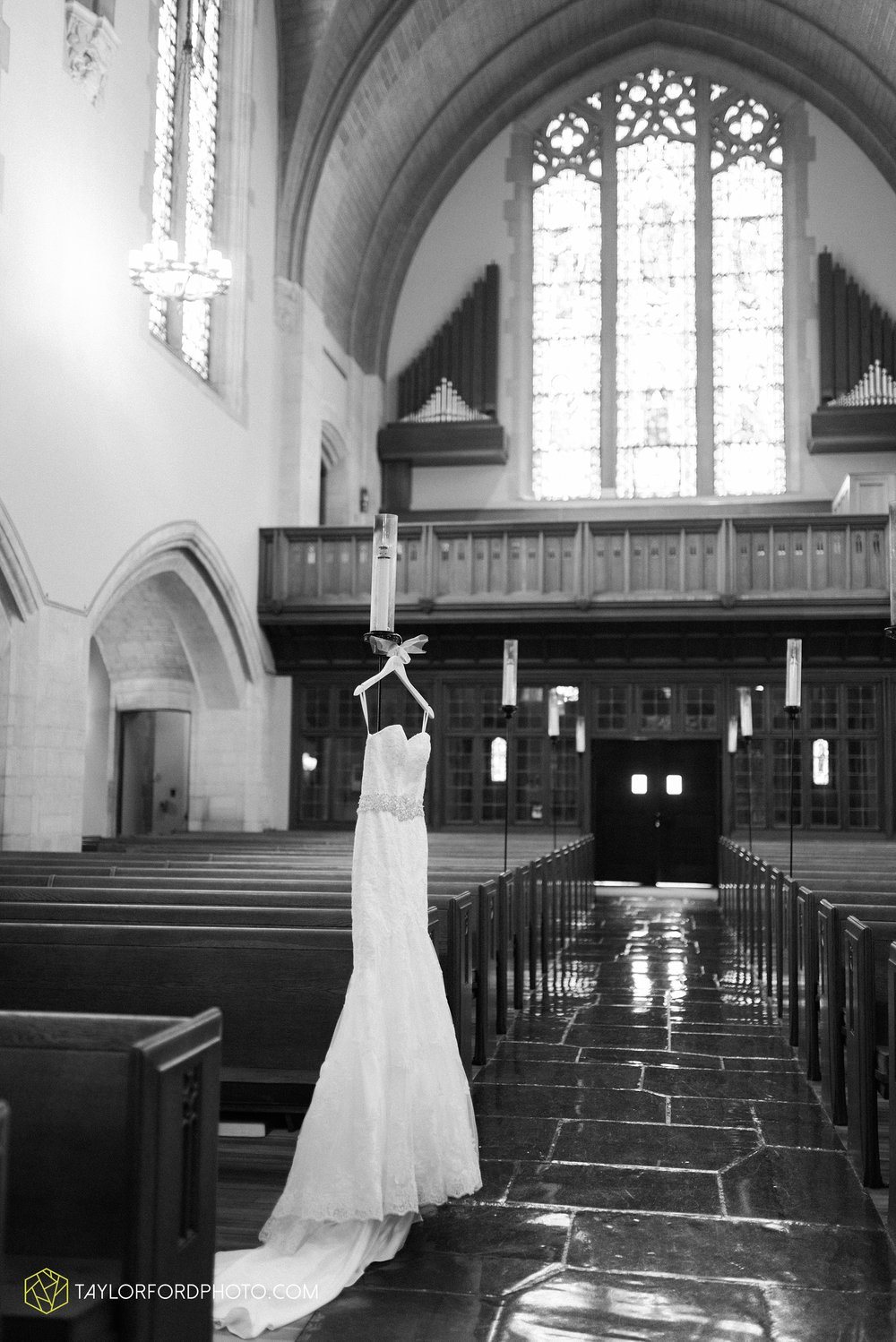 ford-wayne-indiana-trinity-lutheran-church-becca-connor-bonnell-taylor-ford-wedding-photography_0013.jpg