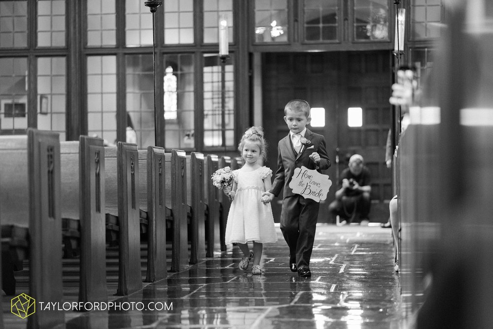 ford-wayne-indiana-trinity-lutheran-church-becca-connor-bonnell-taylor-ford-wedding-photography_0033.jpg
