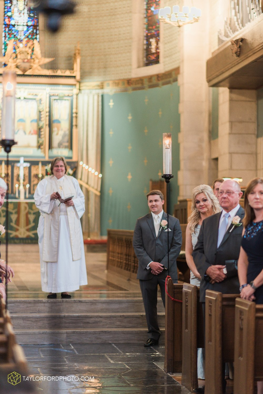 ford-wayne-indiana-trinity-lutheran-church-becca-connor-bonnell-taylor-ford-wedding-photography_0035.jpg