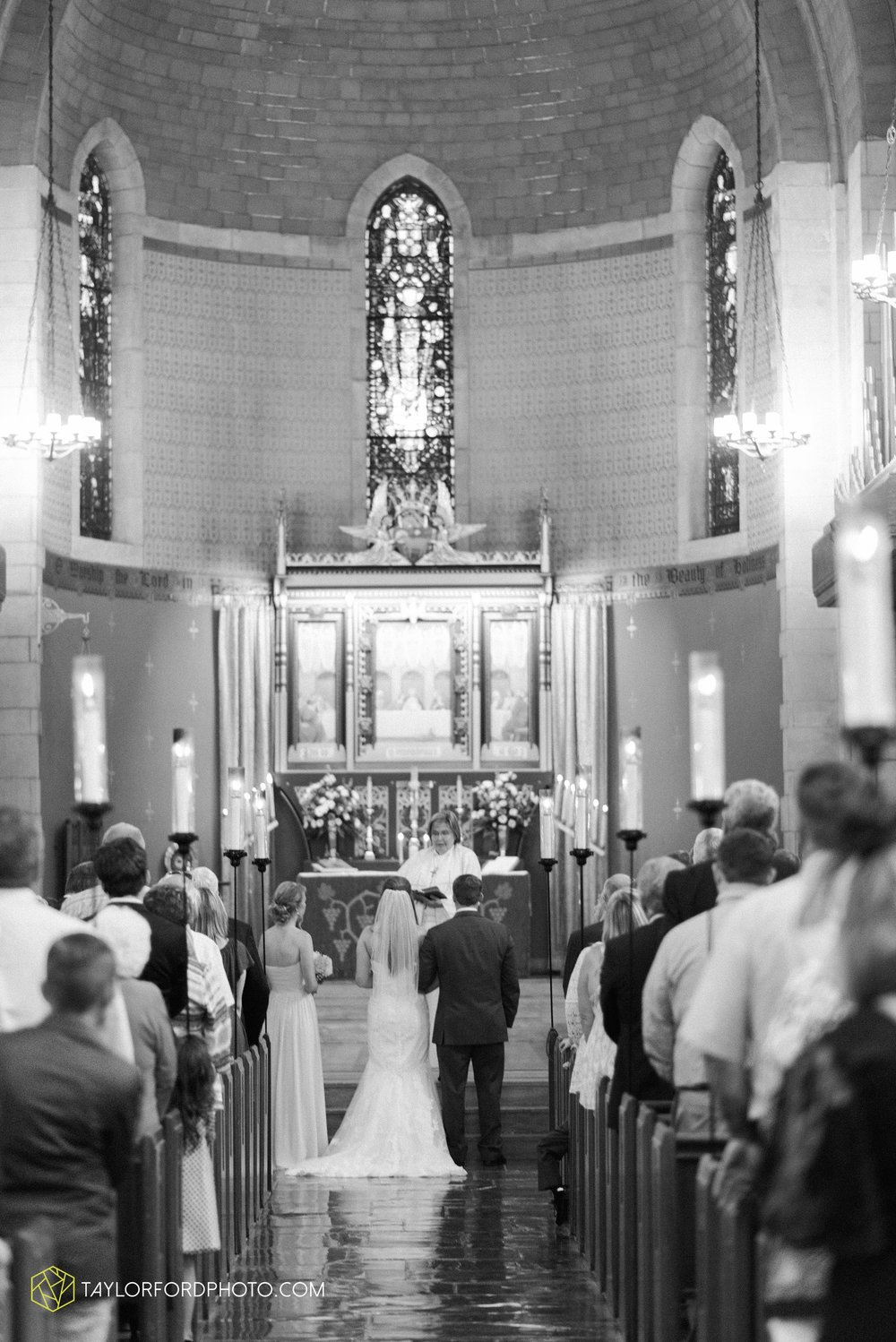 ford-wayne-indiana-trinity-lutheran-church-becca-connor-bonnell-taylor-ford-wedding-photography_0040.jpg