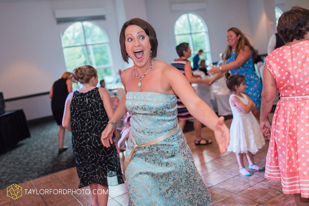 ford-wayne-indiana-trinity-lutheran-church-becca-connor-bonnell-taylor-ford-wedding-photography_0069.jpg