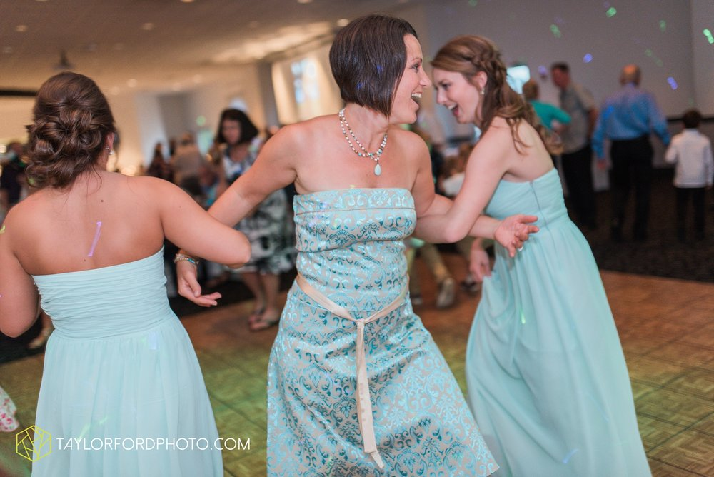ford-wayne-indiana-trinity-lutheran-church-becca-connor-bonnell-taylor-ford-wedding-photography_0070.jpg