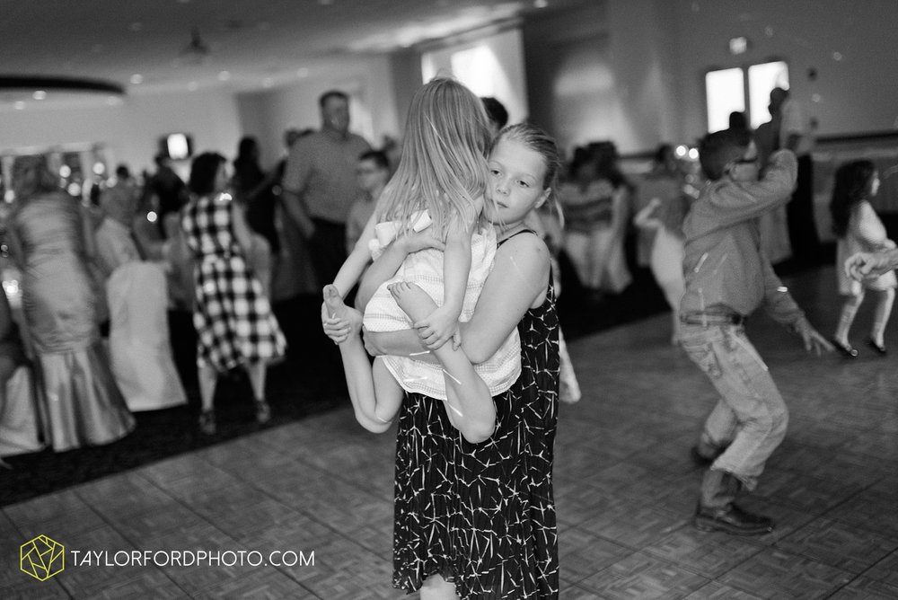 ford-wayne-indiana-trinity-lutheran-church-becca-connor-bonnell-taylor-ford-wedding-photography_0071.jpg