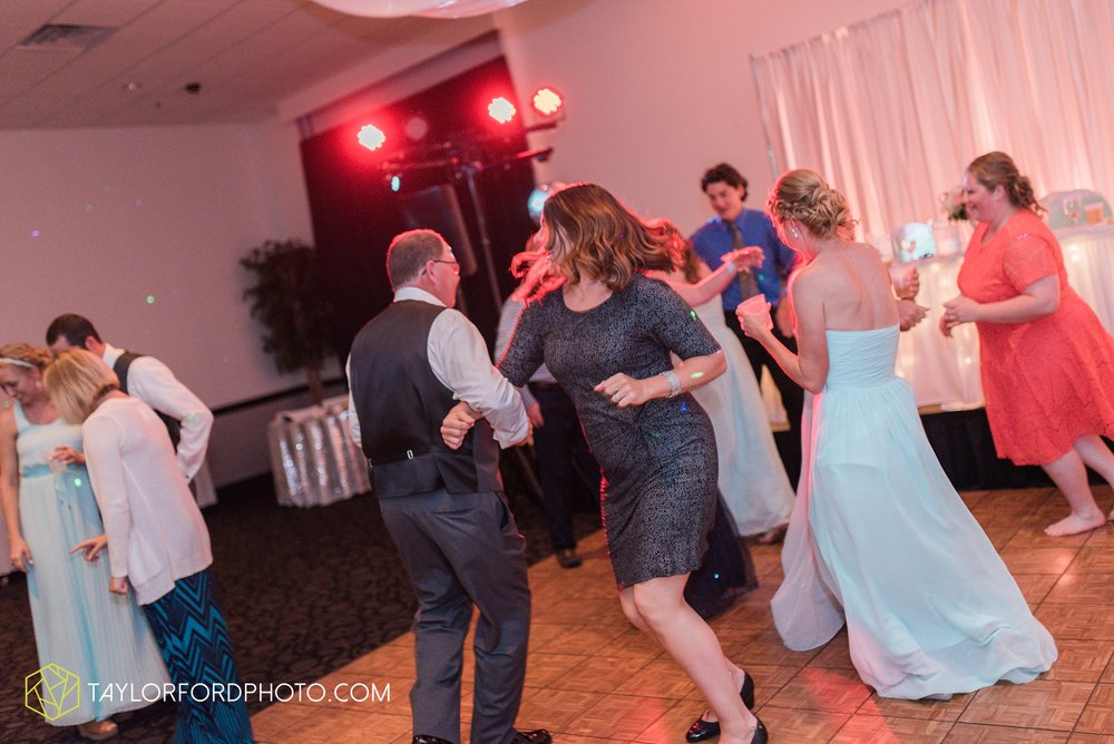 ford-wayne-indiana-trinity-lutheran-church-becca-connor-bonnell-taylor-ford-wedding-photography_0081.jpg