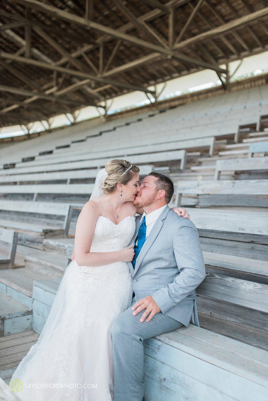 van-wert-ohio-dairy-barn-wedding-taylor-ford-wedding-photography_0190.jpg
