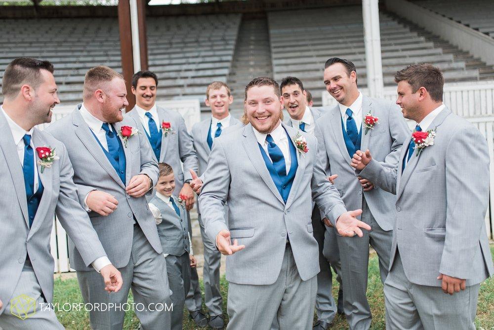 van-wert-ohio-dairy-barn-wedding-taylor-ford-wedding-photography_0205.jpg