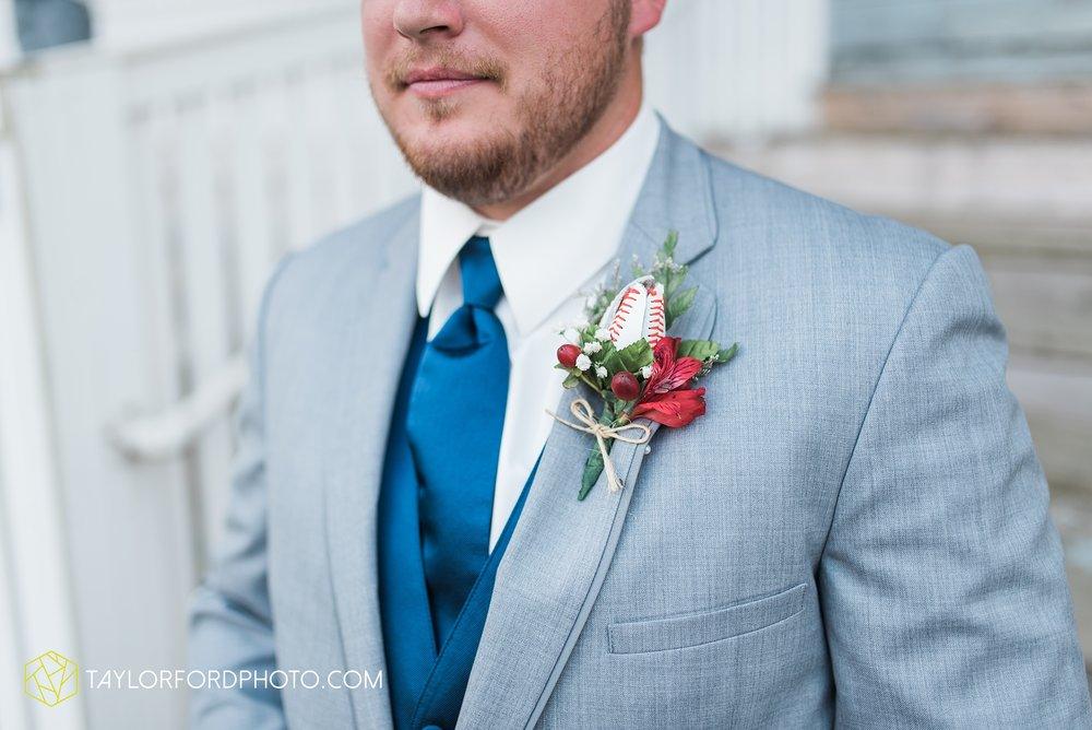 van-wert-ohio-dairy-barn-wedding-taylor-ford-wedding-photography_0208.jpg