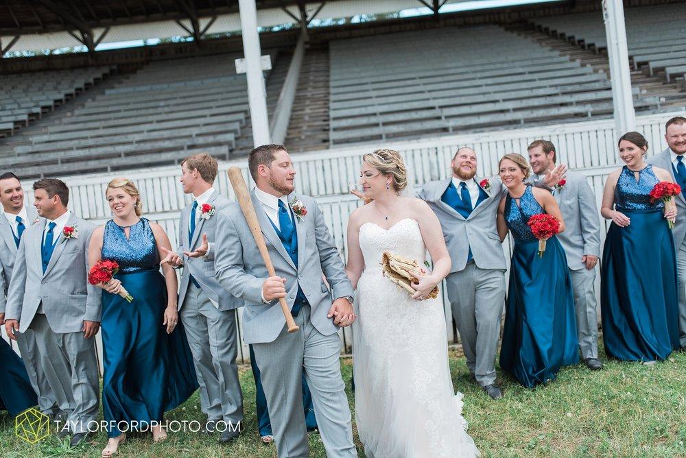 van-wert-ohio-dairy-barn-wedding-taylor-ford-wedding-photography_0212.jpg