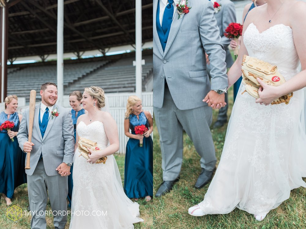 van-wert-ohio-dairy-barn-wedding-taylor-ford-wedding-photography_0213.jpg
