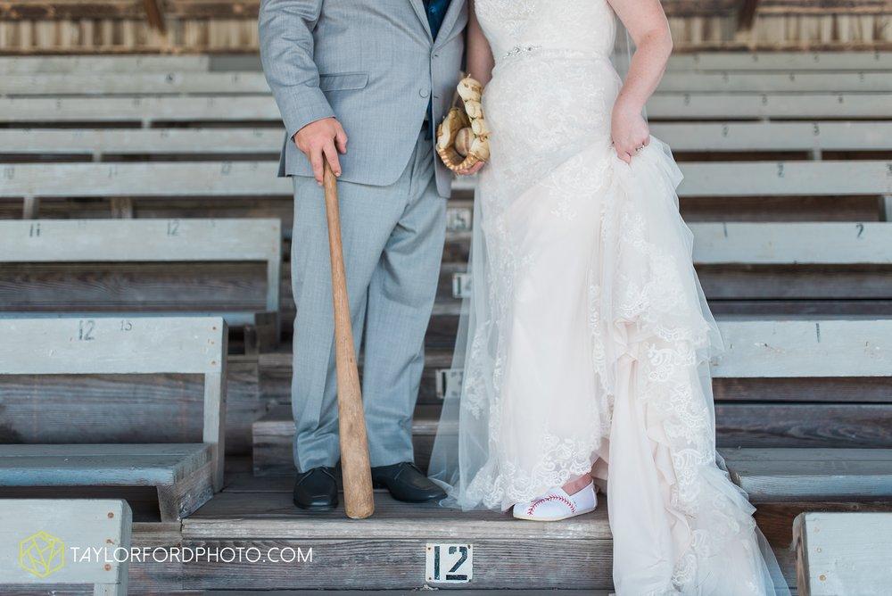 van-wert-ohio-dairy-barn-wedding-taylor-ford-wedding-photography_0214.jpg