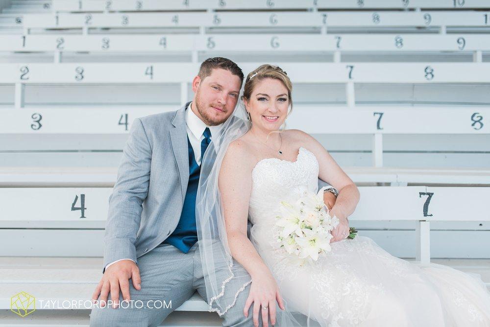 van-wert-ohio-dairy-barn-wedding-taylor-ford-wedding-photography_0218.jpg