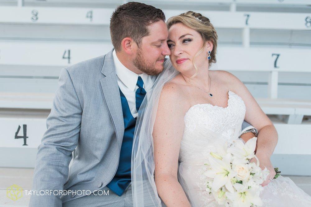 van-wert-ohio-dairy-barn-wedding-taylor-ford-wedding-photography_0220.jpg