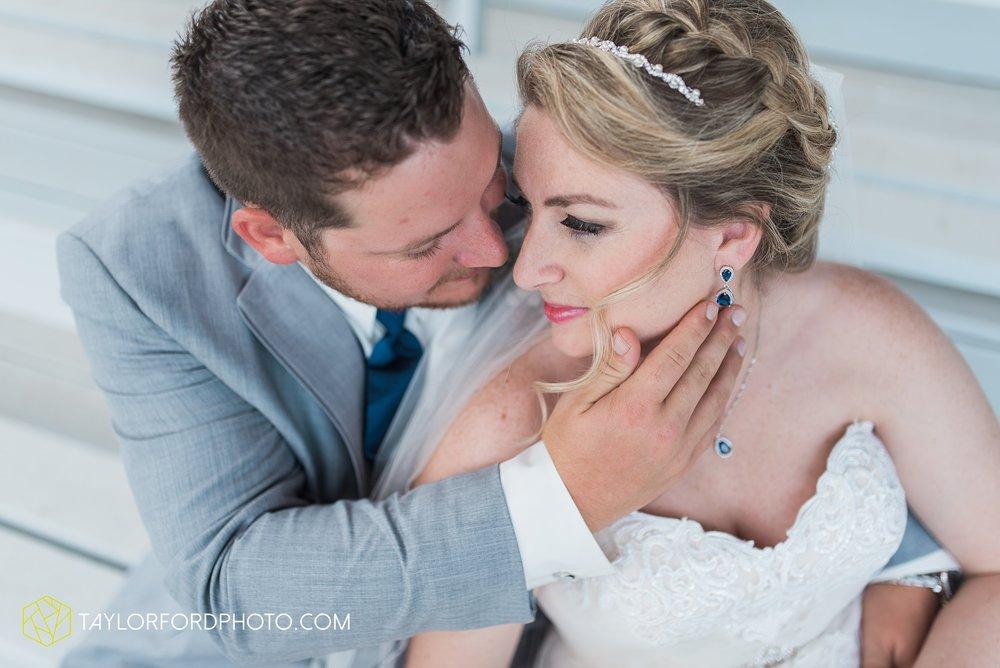 van-wert-ohio-dairy-barn-wedding-taylor-ford-wedding-photography_0221.jpg
