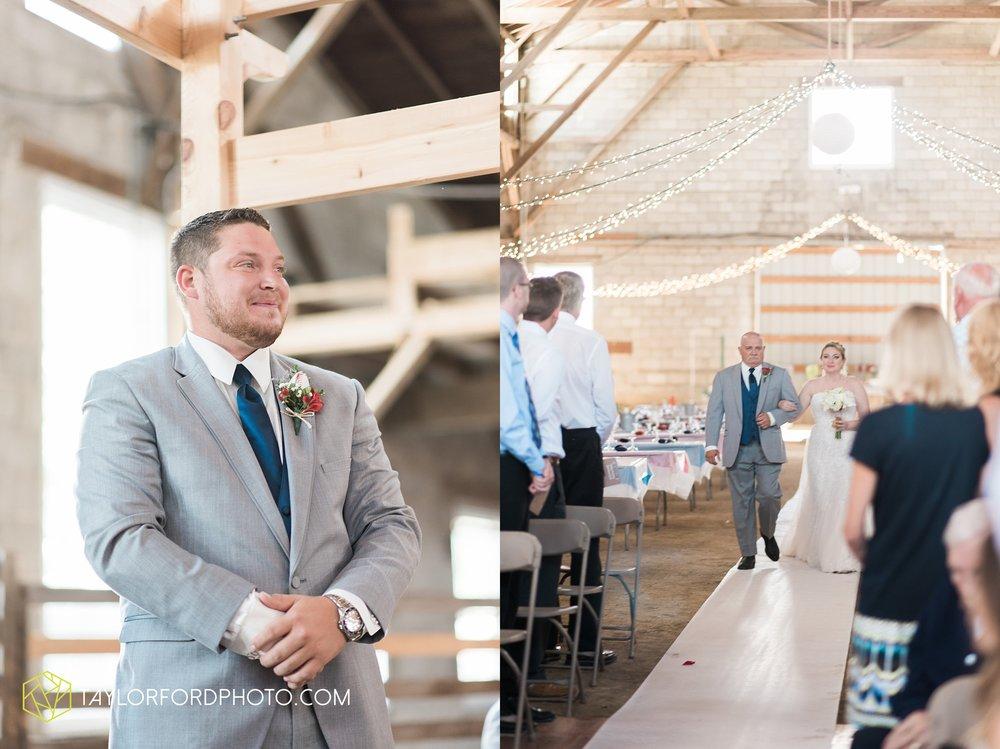 van-wert-ohio-dairy-barn-wedding-taylor-ford-wedding-photography_0224.jpg
