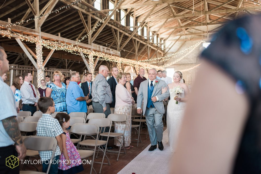 van-wert-ohio-dairy-barn-wedding-taylor-ford-wedding-photography_0225.jpg