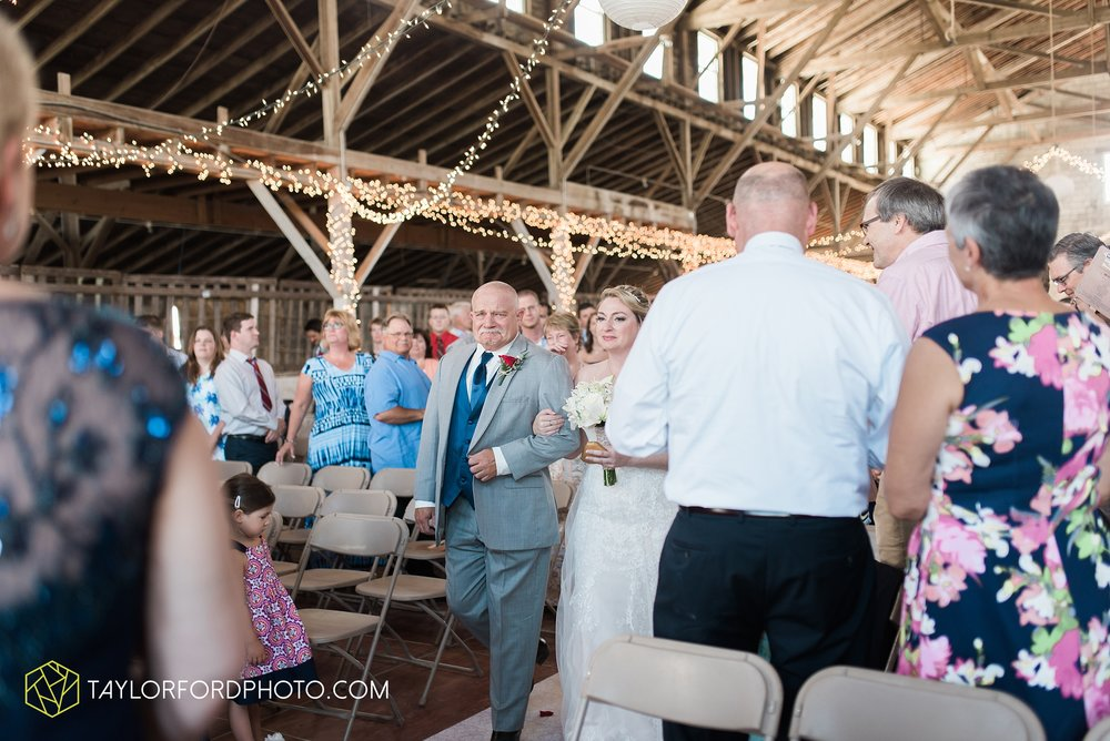 van-wert-ohio-dairy-barn-wedding-taylor-ford-wedding-photography_0226.jpg