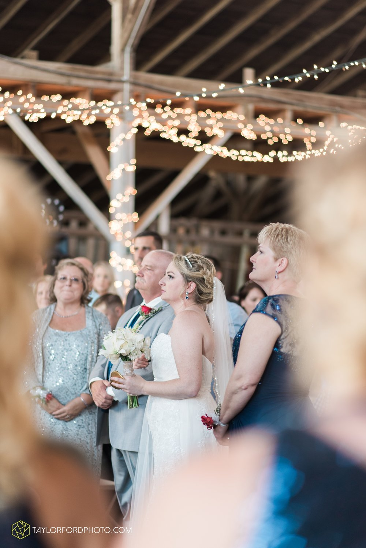 van-wert-ohio-dairy-barn-wedding-taylor-ford-wedding-photography_0227.jpg