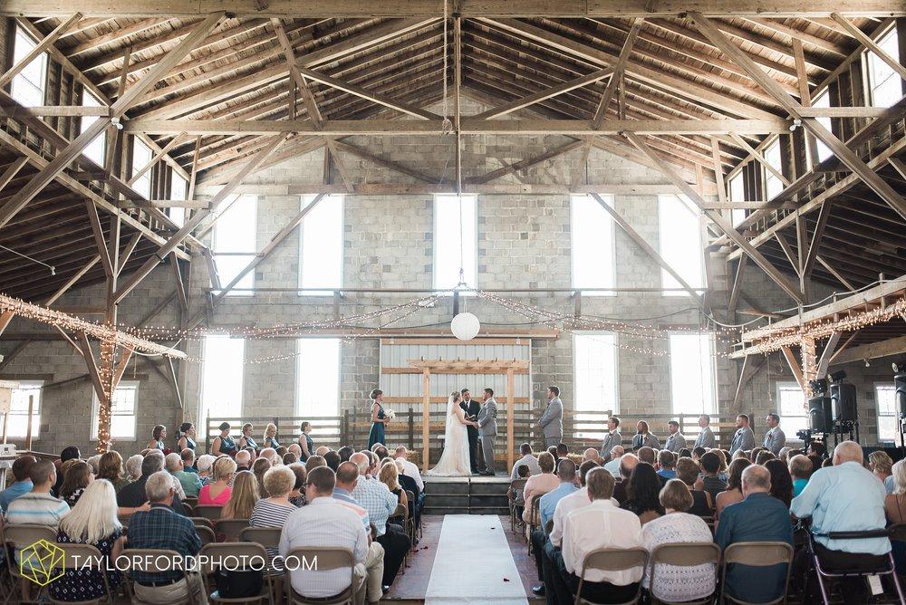 van-wert-ohio-dairy-barn-wedding-taylor-ford-wedding-photography_0229.jpg
