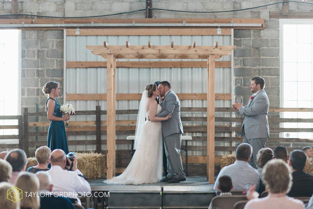 van-wert-ohio-dairy-barn-wedding-taylor-ford-wedding-photography_0230.jpg