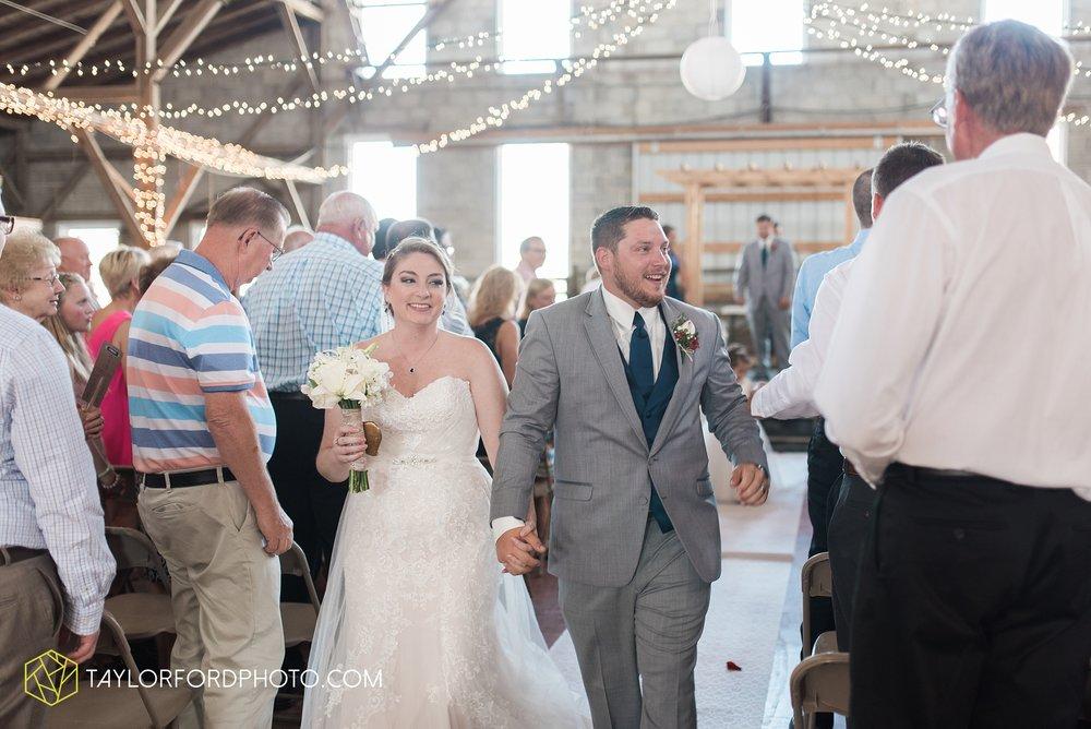 van-wert-ohio-dairy-barn-wedding-taylor-ford-wedding-photography_0231.jpg