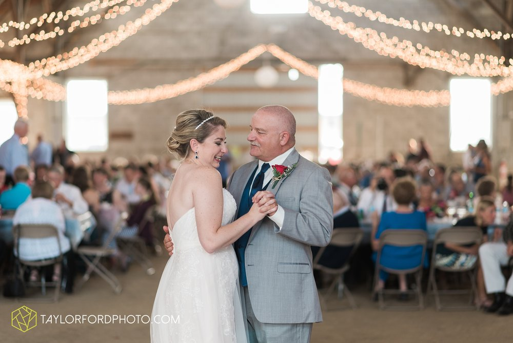 van-wert-ohio-dairy-barn-wedding-taylor-ford-wedding-photography_0239.jpg
