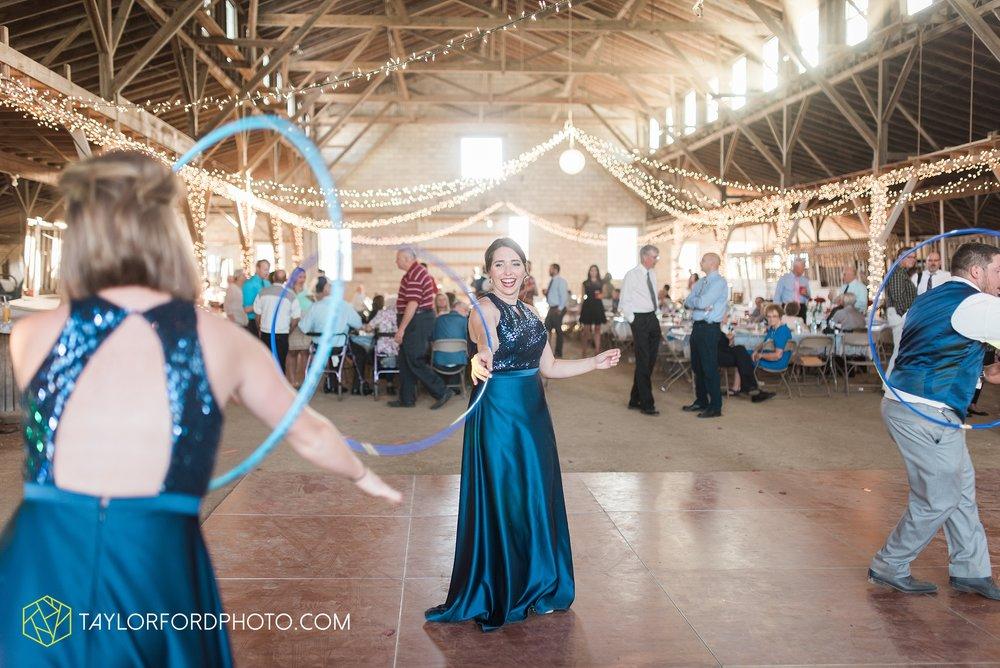 van-wert-ohio-dairy-barn-wedding-taylor-ford-wedding-photography_0248.jpg