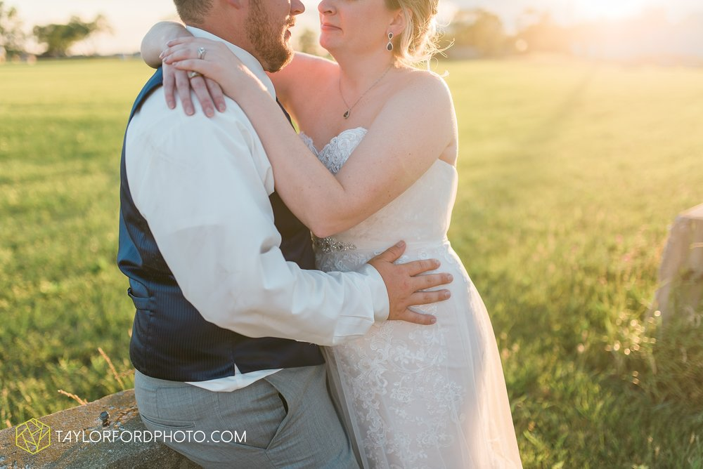 van-wert-ohio-dairy-barn-wedding-taylor-ford-wedding-photography_0253.jpg