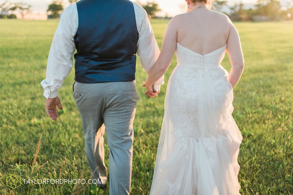 van-wert-ohio-dairy-barn-wedding-taylor-ford-wedding-photography_0254.jpg