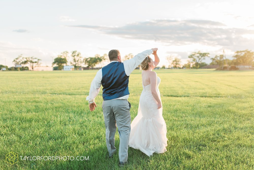 van-wert-ohio-dairy-barn-wedding-taylor-ford-wedding-photography_0255.jpg