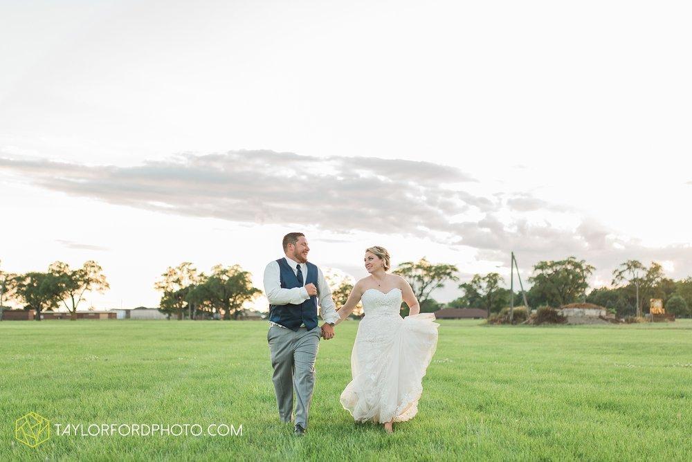 van-wert-ohio-dairy-barn-wedding-taylor-ford-wedding-photography_0257.jpg