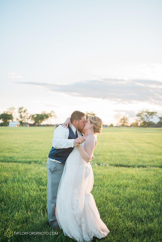 van-wert-ohio-dairy-barn-wedding-taylor-ford-wedding-photography_0256.jpg