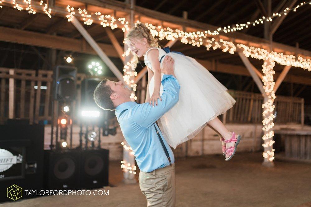 van-wert-ohio-dairy-barn-wedding-taylor-ford-wedding-photography_0260.jpg