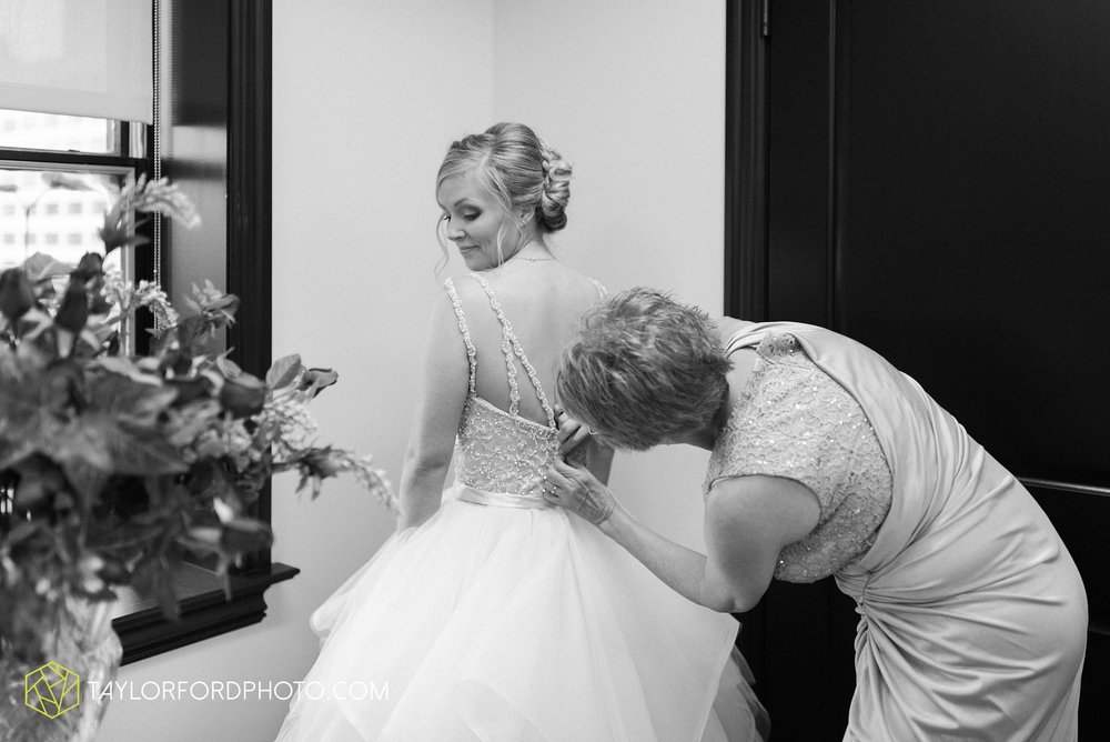 fort-wayne-indiana-taylor-ford-wedding-photography-the-embassy-theatre_0755.jpg