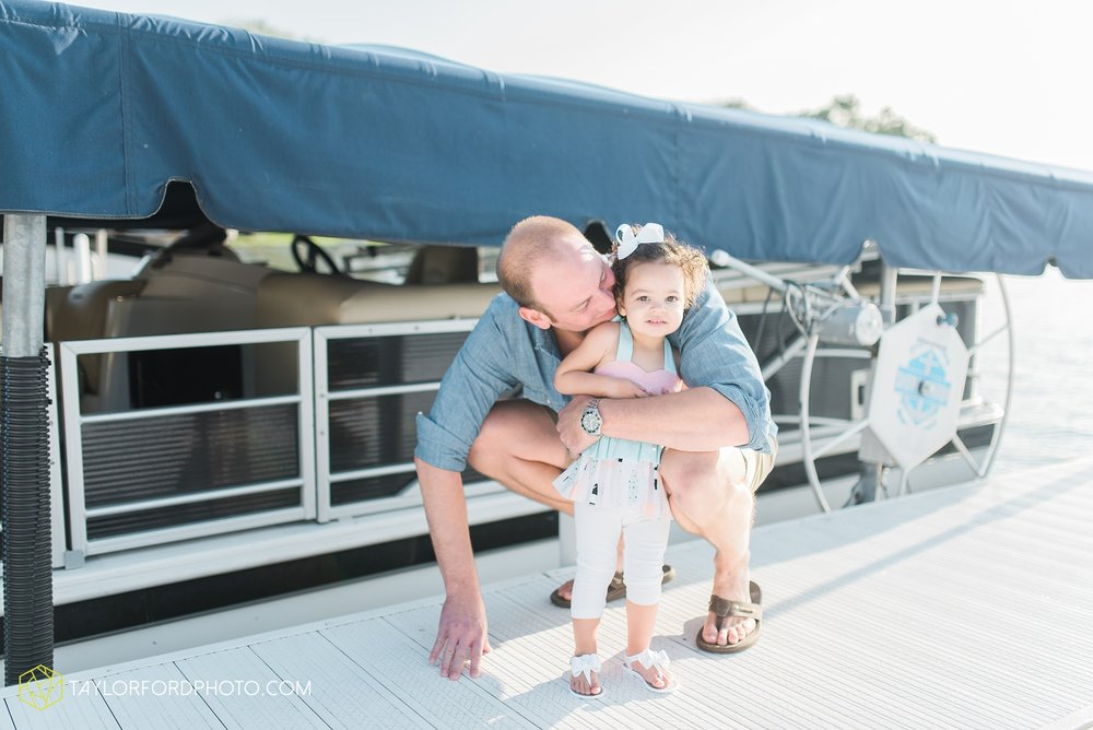 lake-wawasee-syracuse-indiana-taylor-ford-wedding-family-photography_0995.jpg