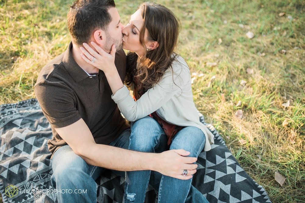 celina-coldwarter-ohio-engagement-wedding-photographer-Taylor-Ford-Photography-Ohio-Indiana_2293.jpg