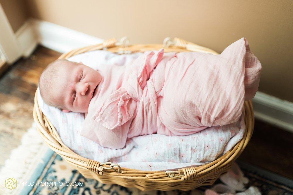 lansing-michigan-newborn-fort-wayne-indiana-family-photographer-Taylor-Ford-Photography-Ohio-Indiana_2695.jpg