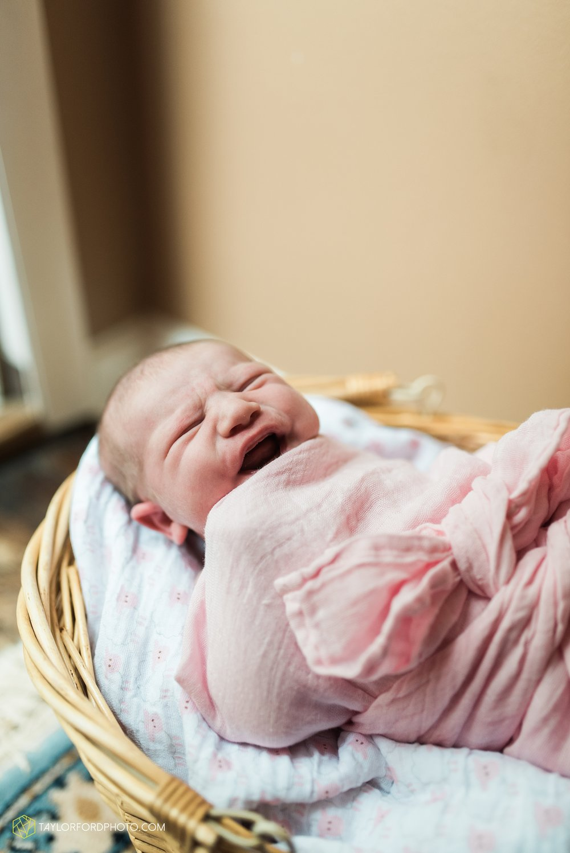 lansing-michigan-newborn-fort-wayne-indiana-family-photographer-Taylor-Ford-Photography-Ohio-Indiana_2696.jpg
