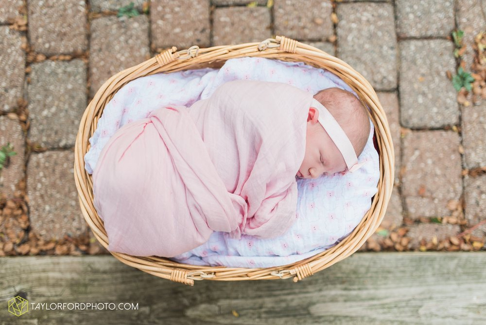 lansing-michigan-newborn-fort-wayne-indiana-family-photographer-Taylor-Ford-Photography-Ohio-Indiana_2735.jpg