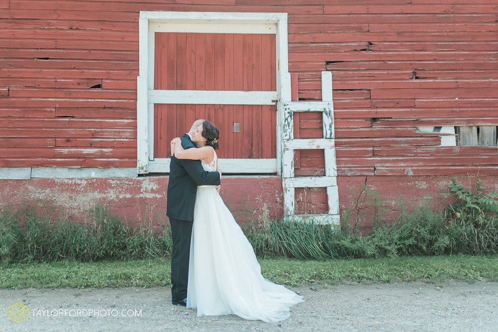 charlotte-battlecreek-michigan-wedding-photographer-Taylor-Ford-Photography-Ohio-Indiana_2868.jpg